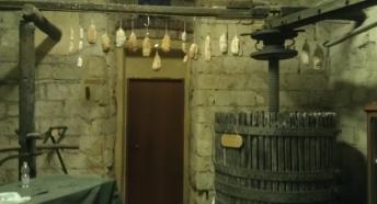 """""""TORCH"""": antico torchio di fine '800, movimentazione meccanica totalmente manuale, veniva utilizato per pressare la vinaccia dopo la fermentazione."""