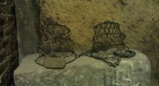 """""""I MUSE'"""": museruole in ferro per evitare che i buoi si fermassero a brucare erba o germogli di vite"""
